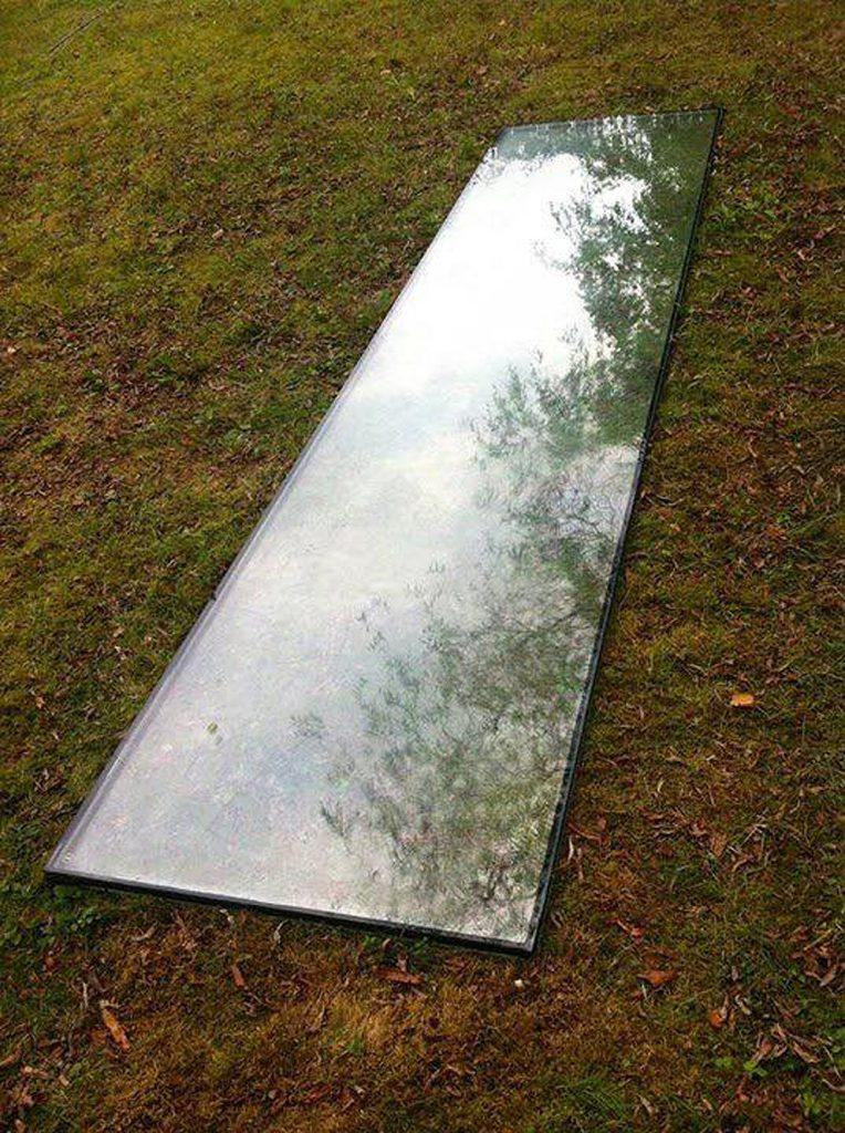 Installationsansicht 5 // Great Piece of Turf // Glasplatte // 73 x 300 cm // Urban spricht Kunst // 2013