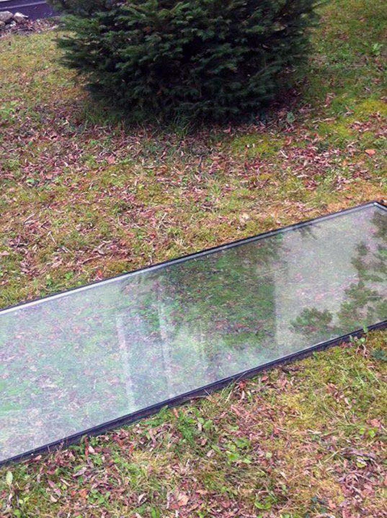 Installationsansicht 6 // Great Piece of Turf // Glasplatte // 73 x 300 cm // Urban spricht Kunst // 2013